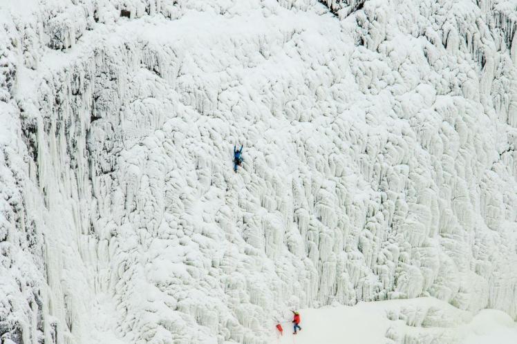 ice-climbing-palouse-falls