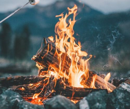how to light a fire in wet conditions